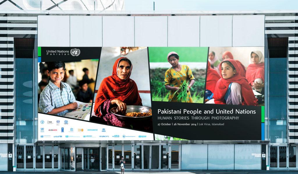 Catalogo mostra Pakistani people and United Nations – billboard